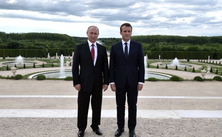Vladimir_Putin_and_Emmanuel_Macron_(2017-05-29)_18.jpg